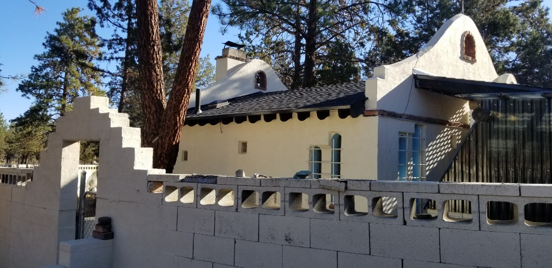 Sisters, OR - Another beautiful installation by Deschutes Roofing Company using GAF Timberline HDZ Charcoal.