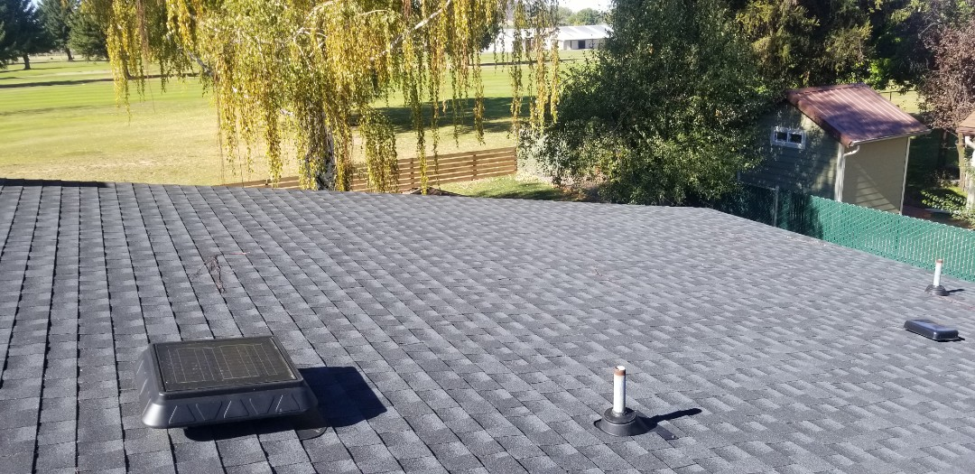 Prineville, OR - Another beautiful installation by Deschutes Roofing Company using GAF Timberline HD Charcoal.