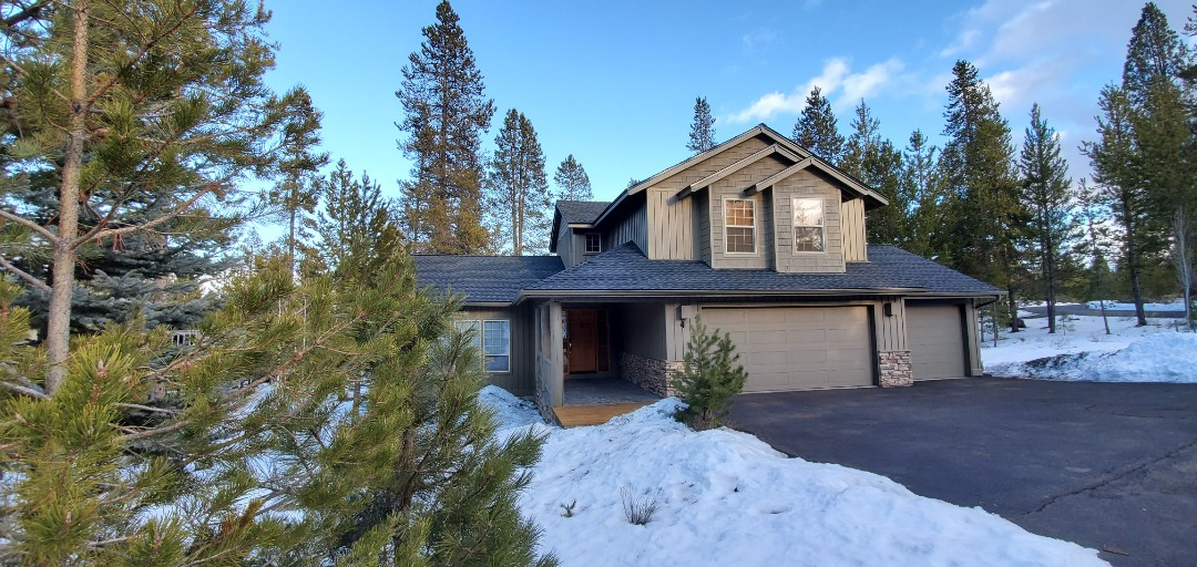 Sunriver, OR - Just replaced an asphalt shingle roof in Sunriver with GAF Timberline Ultra HD architectural shingles in Charcoal color. This roof includes ProStart starter strip, SnowCountry Advanced continuous ridge vent, and 2-inch drip edge on all eaves and rakes.