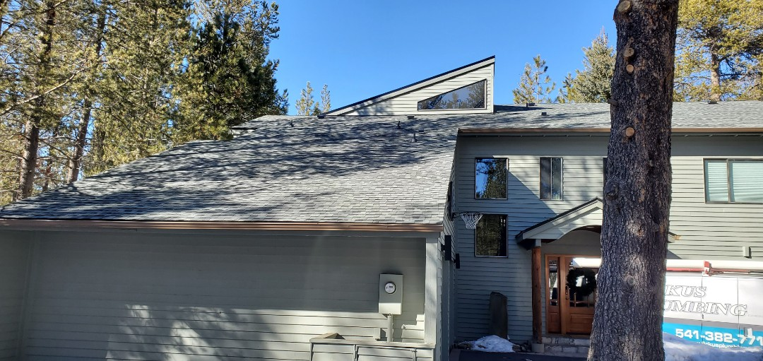 Sunriver, OR - Just finished replacing an asphalt shingle roof in Sunriver with GAF Timberline Ultra HD architectural shingles in Slate color. This new roof includes a 10-year labor warranty from Deschutes Roofing & Insulation.