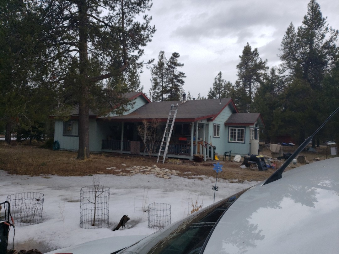La Pine, OR - Bidding to replace old 3 tab shingles with GAF TIMBERLINE.