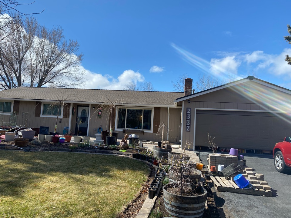 Redmond, OR - Deschutes Roofing has installed another beautiful roof using GAF timberline HDZ Barkwood asphalt shingles. With its 10 year labor guarantee.