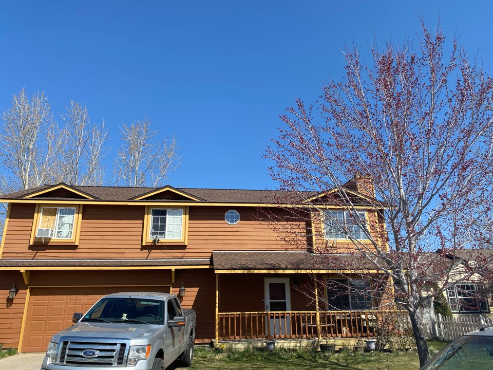 Redmond, OR - Another beautiful installation done by Deshutes Roofing. We installed GAF Timberline HDZ hickory asphalt shingles. Also as part of the installation snow country ridge vents.