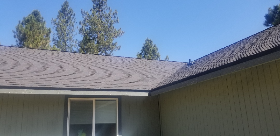 La Pine, OR - Another beautiful installation by Deschutes Roofing Company using Certainteed Landmark Black Walnut