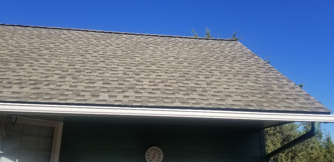 Bend, OR - Another beautiful installation by Deschutes roofing Company using GAF Timberline HDZ Weatherwood