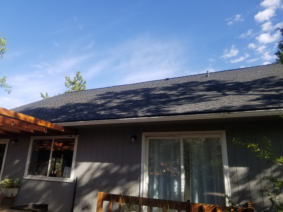 Bend, OR - Another beautiful installation by Deschutes Roofing Company using GAF Timberline HDZ Charcoal.