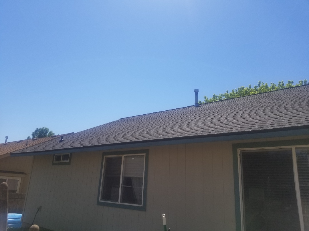 Redmond, OR - Another beautiful installation by Deschutes roofing Company using GAF Timberline HDZ Charcoal