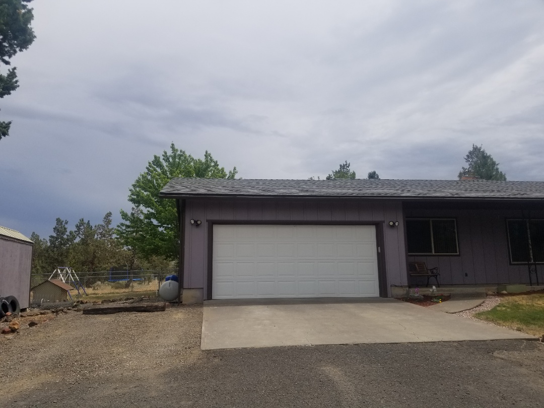 Madras, OR - Another beautiful installation by Deschutes roofing Company using GAF Timberline HDZ Charcoal
