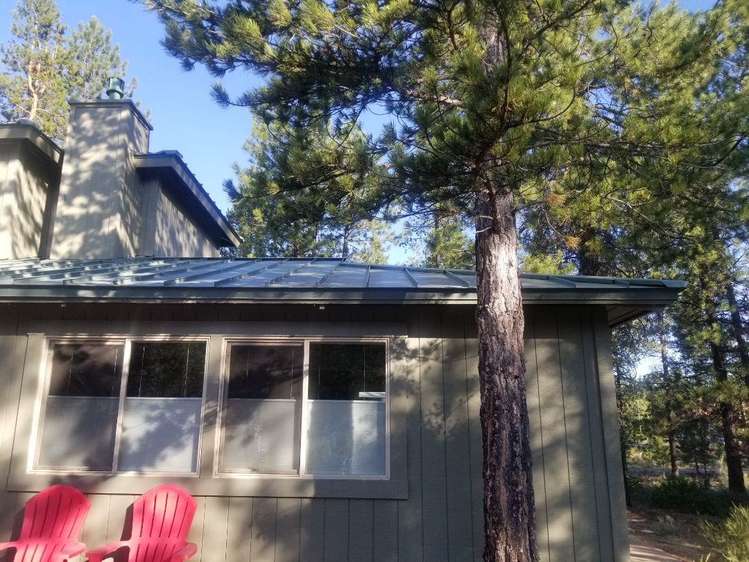 Sunriver, OR - Another beautiful installation by Deschutes roofing Company using MS-150 standing seam metal panels.