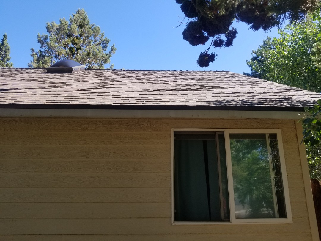 Bend, OR - Another beautiful installation by Deschutes Roofing Company using GAF Timberline HDZ Charcoal