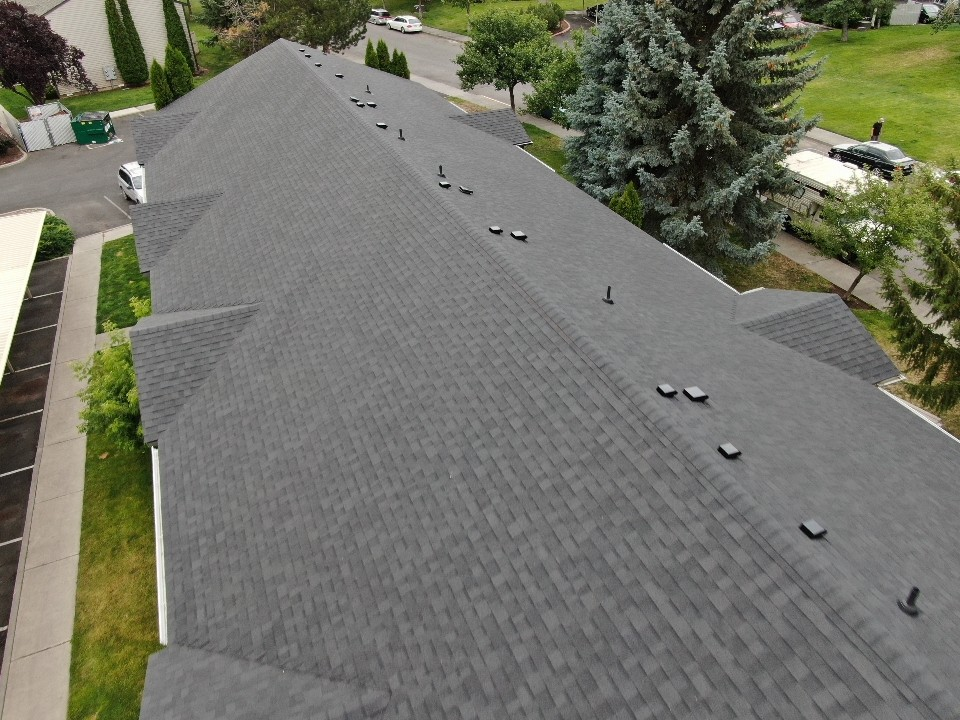 Bend, OR - Another beautiful installation by Deschutes Roofing Company using Owens Corning Oakridge Onyx black shingles.