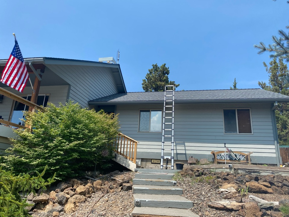 Bend, OR - We used GAF Timberline HDZ Pewter Gray asphalt shingles on this home. We also used drip edge flashing.