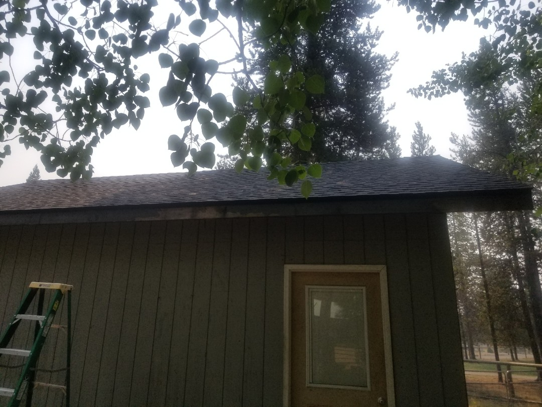 La Pine, OR - Another beautiful installation by Deschutes roofing Company using GAF Timberline HDZ Charcoal