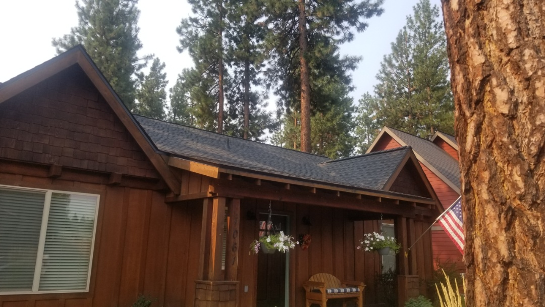 Sisters, OR - Another beautiful installation by Deschutes roofing Company using GAF Timberline HDZ Charcoal