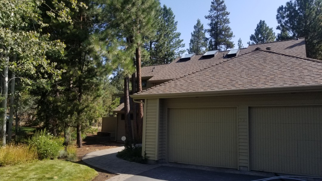 Sunriver, OR - Another beautiful installation by Deschutes roofing Company using GAF Timberline HDZ Weatherwood
