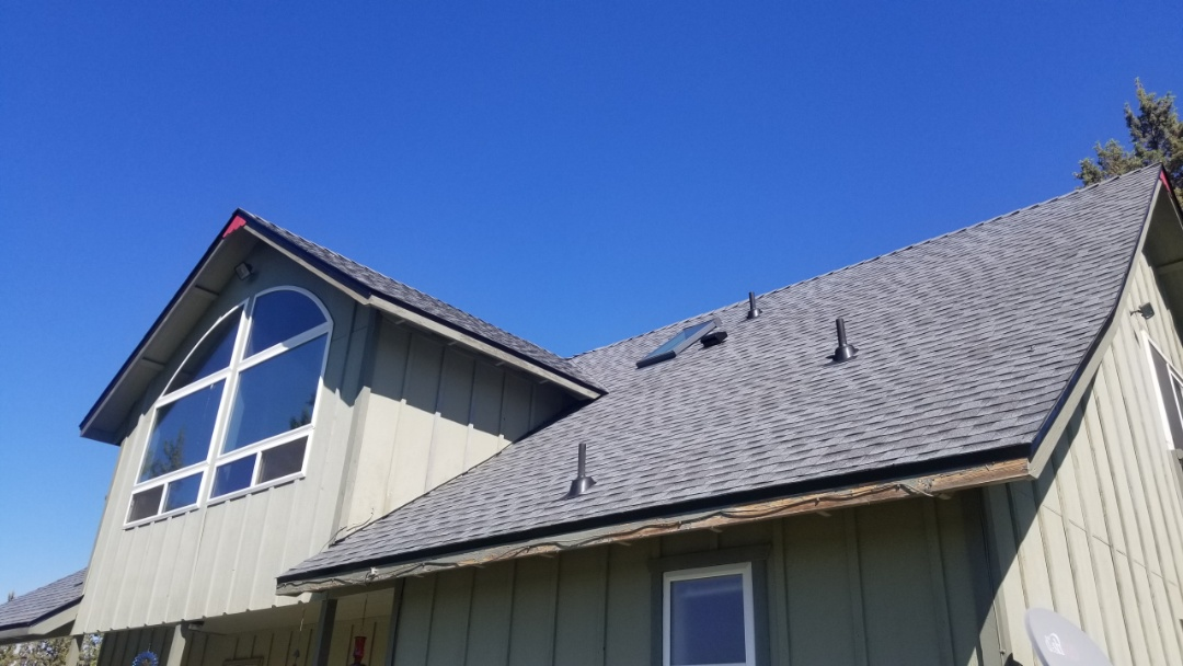 Redmond, OR - Step pitch roof just installed. GAF products used