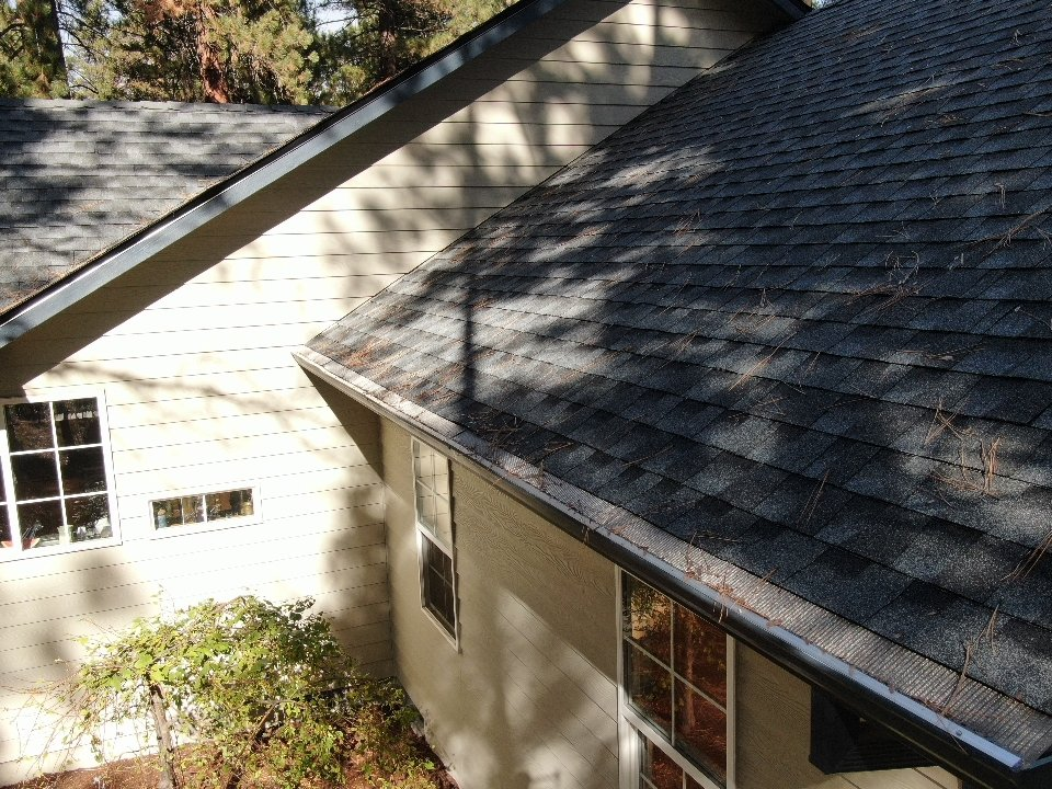 La Pine, OR - This new roof had pine needles all over it in less then a week after installing. Good thing the customer wanted the atlas gutter covers.
