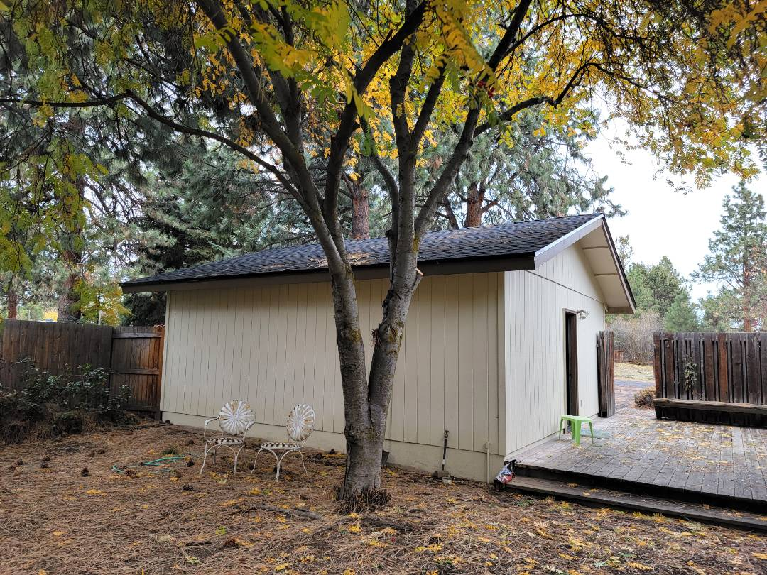 Bend, OR - This home,detached garage,  and shop all got a new GAF Timberline HDZ Charcoal installed.