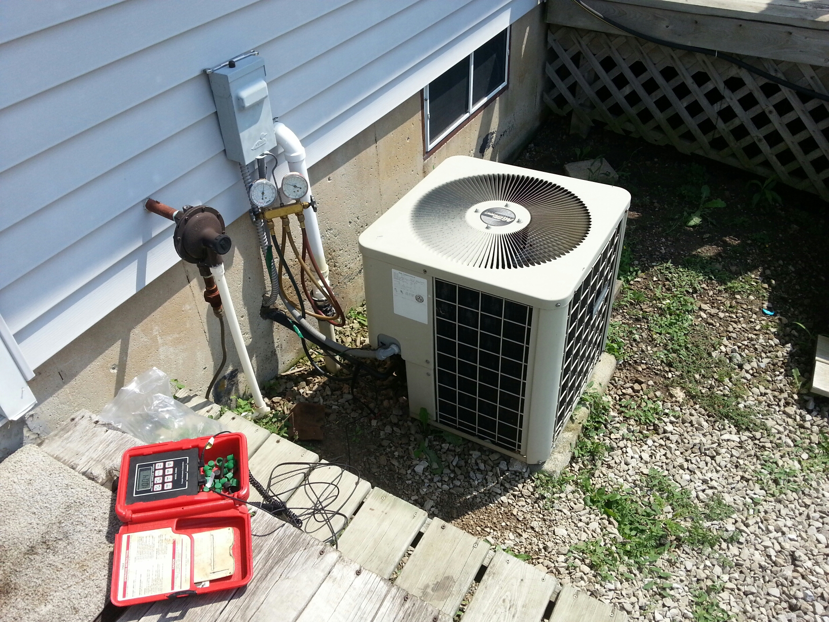 Britton, MI - No cool. No power at furnace . Replace 15 amp fuse. Add one lb Freon and leakstop
