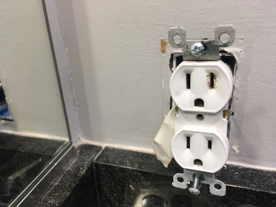 Pasadena, MD - Local electrician to replace receptacle