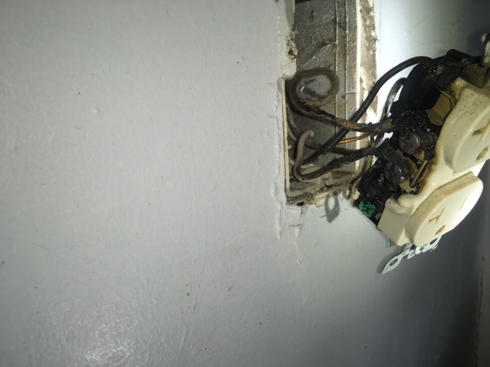Columbia, MD - Local electrician to replace receptacle
