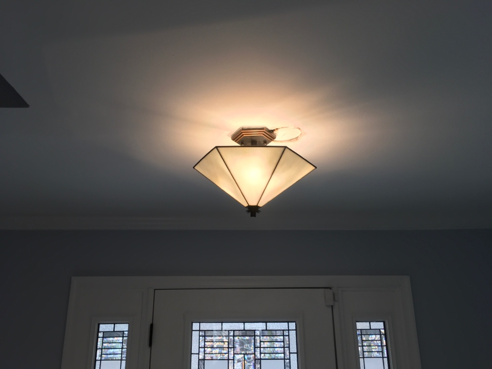 Catonsville, MD - Local electrician too install light fixture