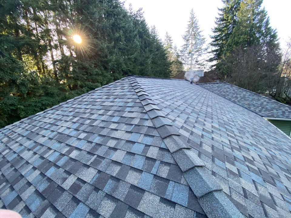 Edmonds, WA - Replaced existing shake roof with 5-star 50 year warranty NorthGate roofing.