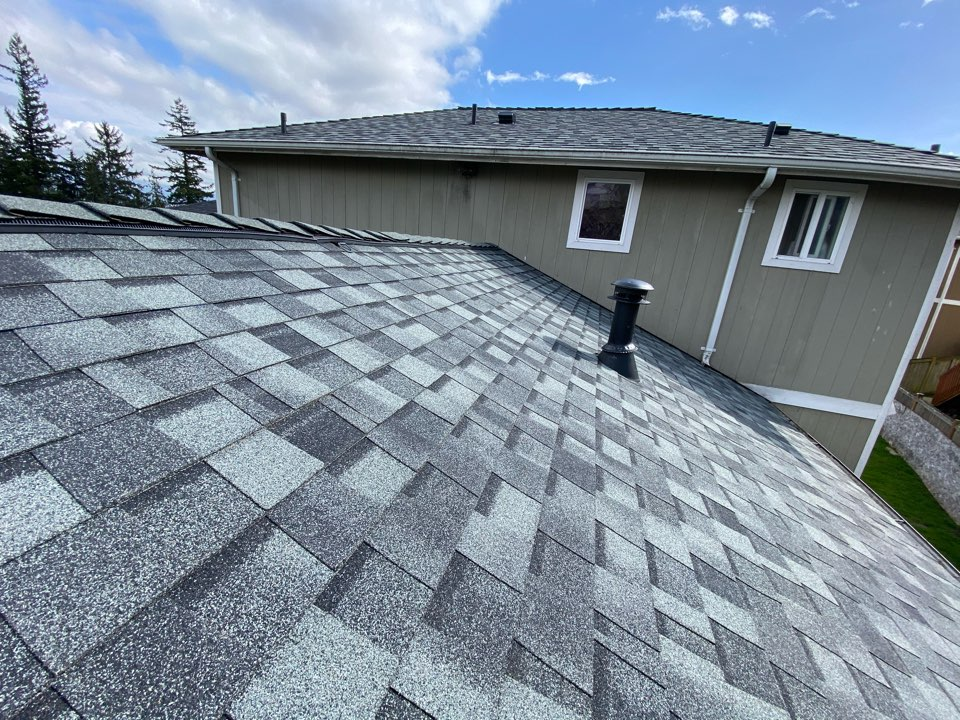 Everett, WA - New CertanTeed Roof.