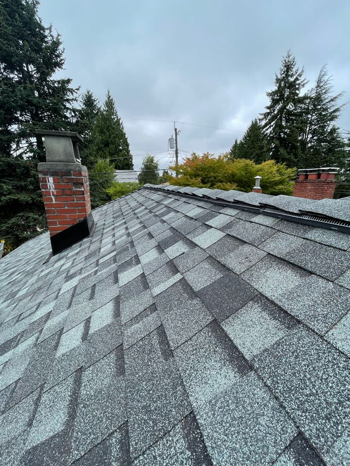 Seattle, WA - New roof installed with a 5 star warranty