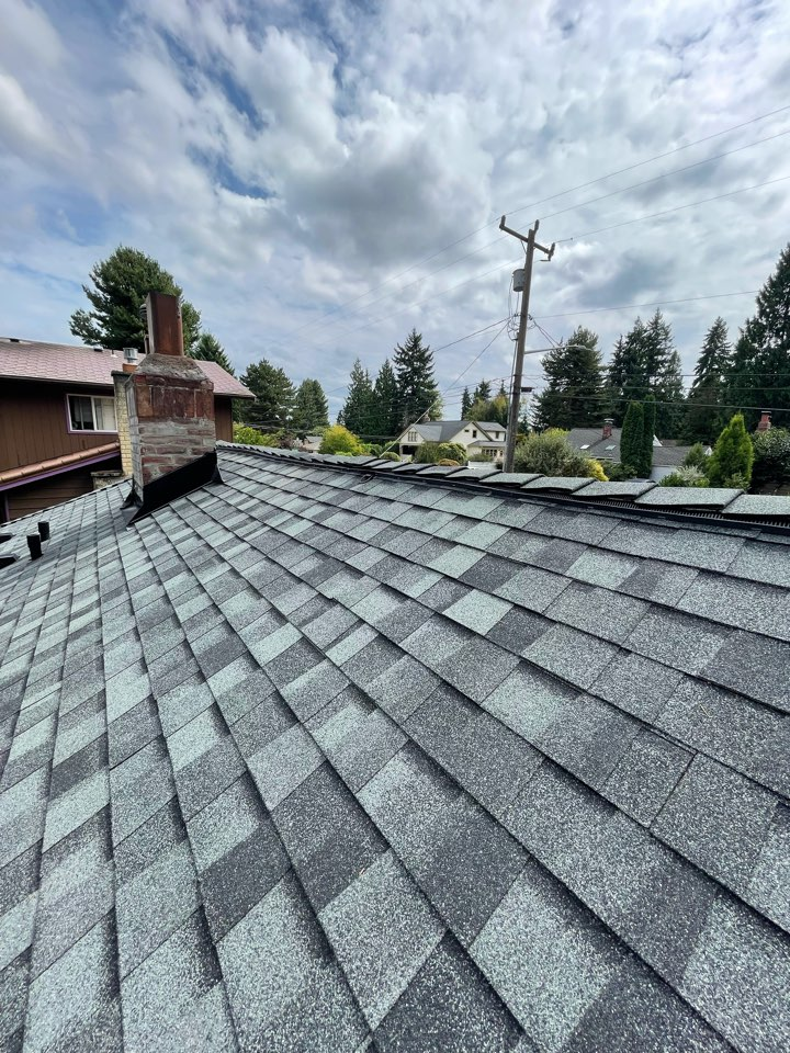 Seattle, WA - New roof installed with 5 star warranty