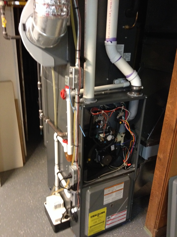 Battle Creek, MI - Servicing an Amana furnace humidifier and air cleaner