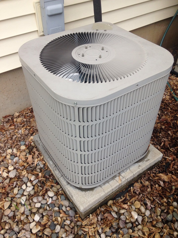 Vicksburg, MI - A/C tune up, perform annual service on Goodman air conditioner, replace homeowners air filter, replace batteries in Aprilaire thermostat, cleaned condensate pump, cleaned condenser coils and checked refrigerant levels, checked wiring, contractor, and capacitor