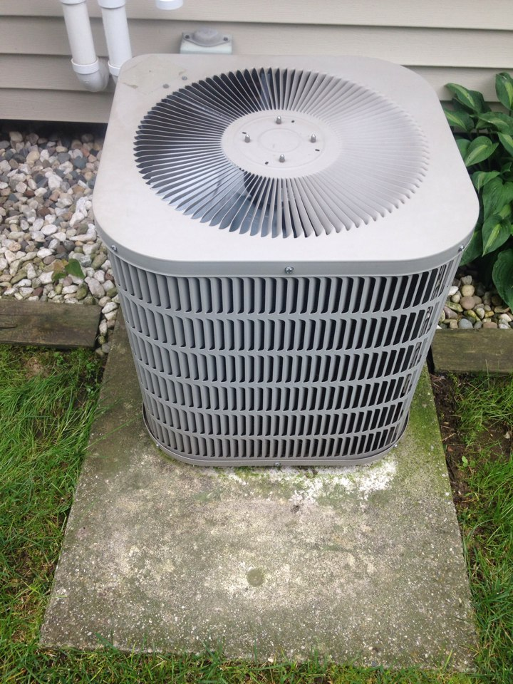 Kalamazoo, MI - A/C repair, replace capacitor that was bad on Goidman air conditioner, checked refrigerant levels and cleaned condenser coils
