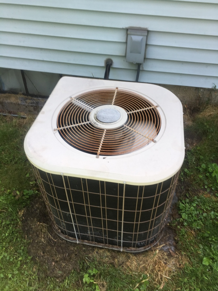 Kalamazoo, MI - Maintenance service on air conditioner, perform annual service on Amana a/c