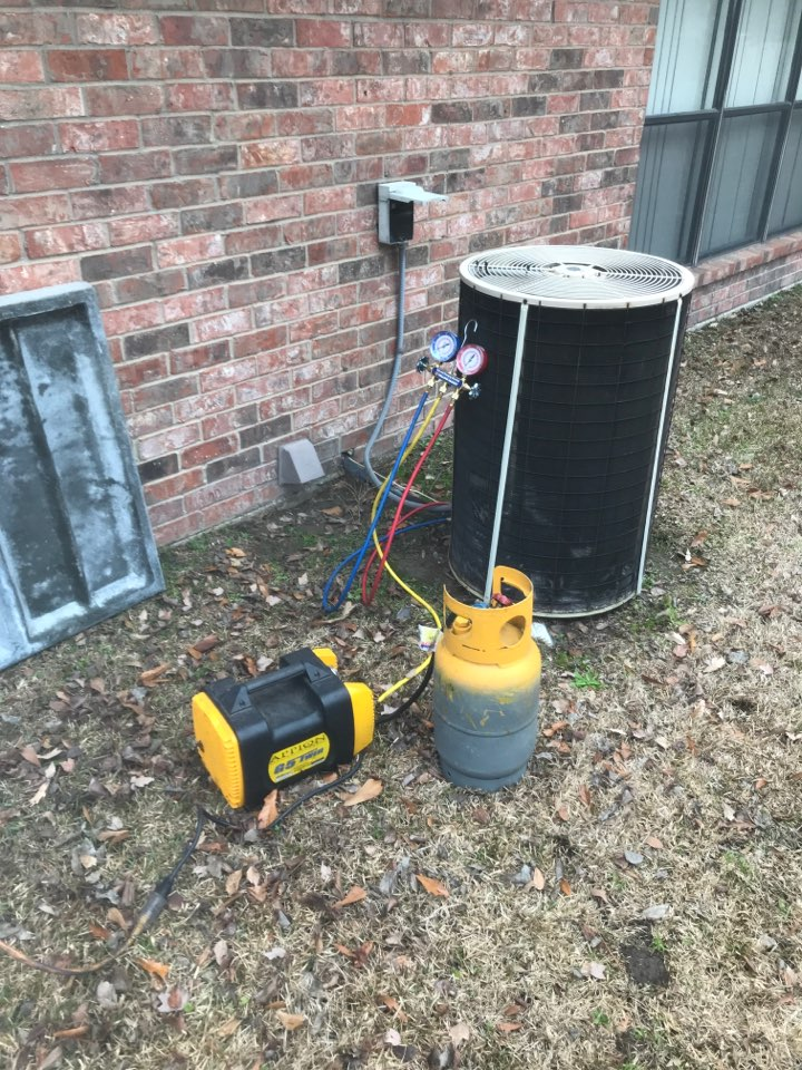 Replacing 19-year old 9SEER Arcoair heating and cooling system in Longview, Texas