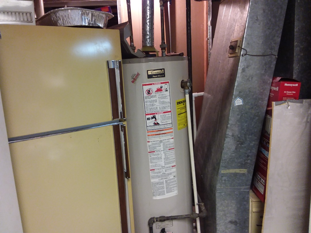 Hoffman Estates, IL - Water heater leaking