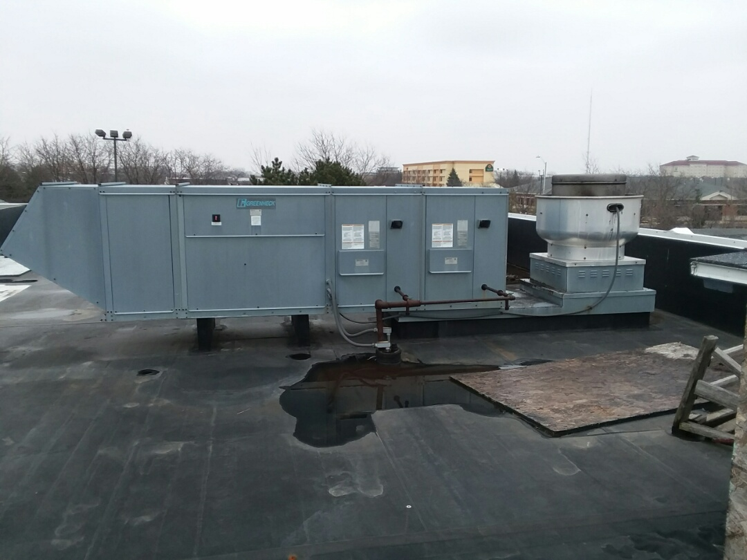 Tinley Park, IL - Quoting rooftop HVAC maintenance and repairs and assessing condition