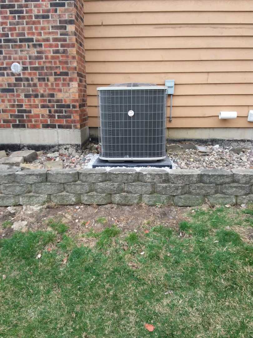 Naperville, IL - Installation Of New Payne air conditioner replacing old Payne air conditioner