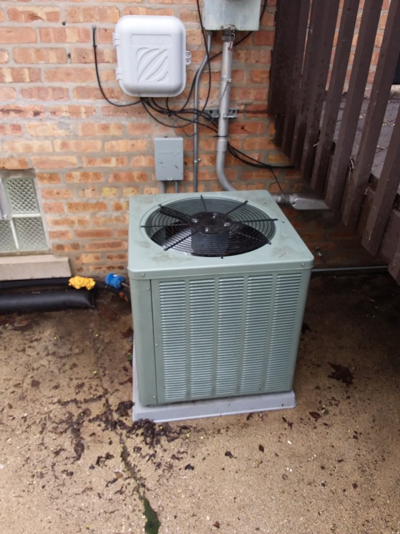Crestwood, IL - Servicing a Rheem AC unit