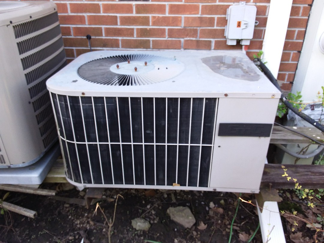 Bloomingdale, IL - Installation of new carrier air conditioner replacing old ge air conditioner