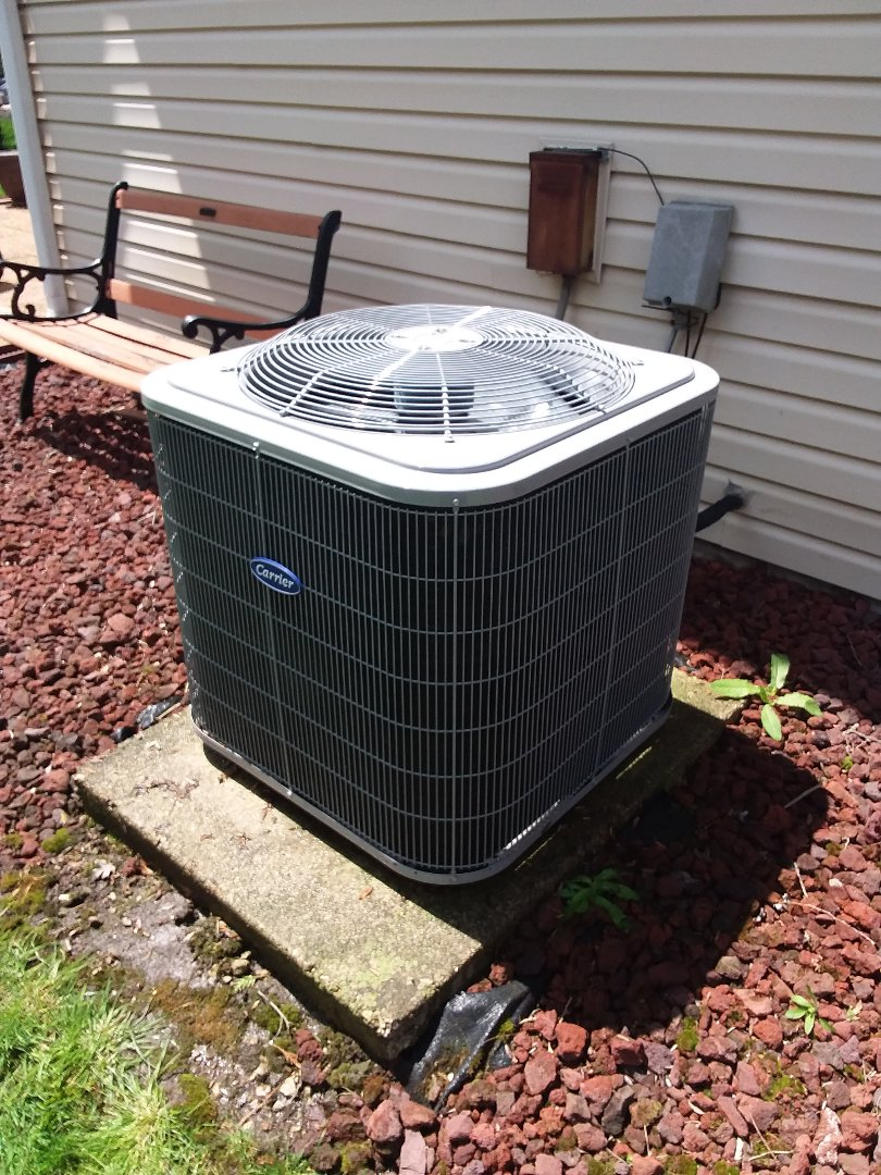Glen Ellyn, IL - Servicing a Carrier AC unit