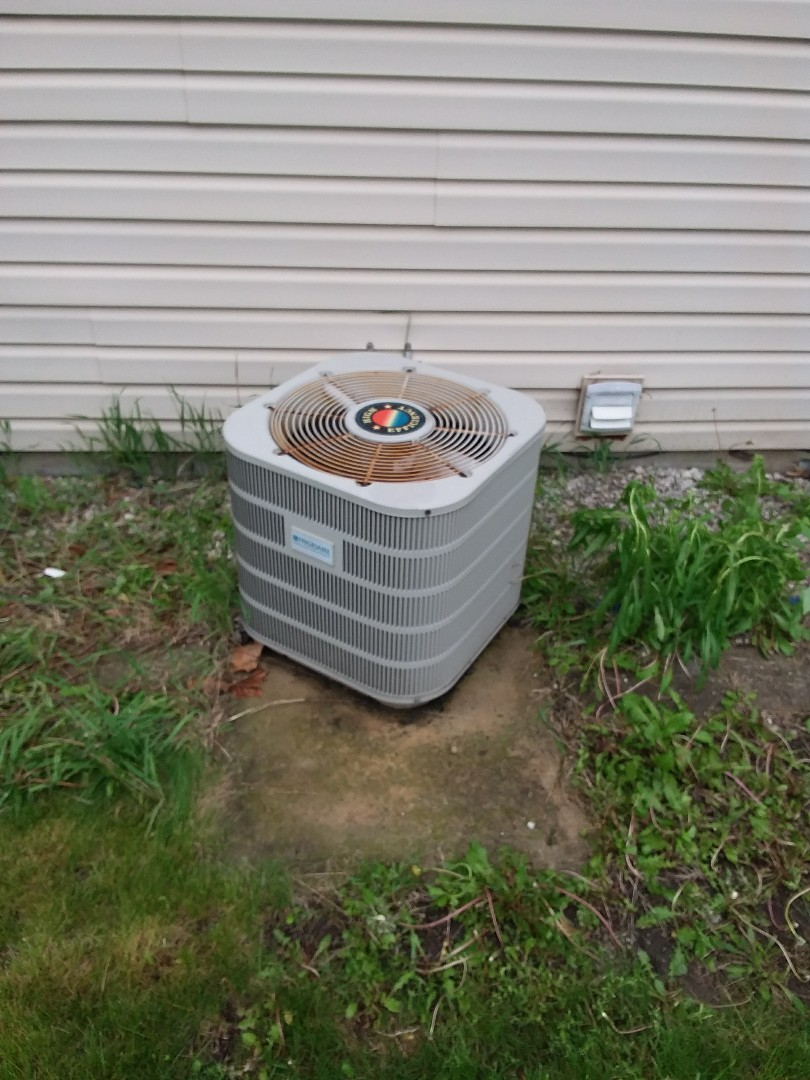 Lombard, IL - Installation of new carrier air conditioner replacing old Frigidaire air conditioner