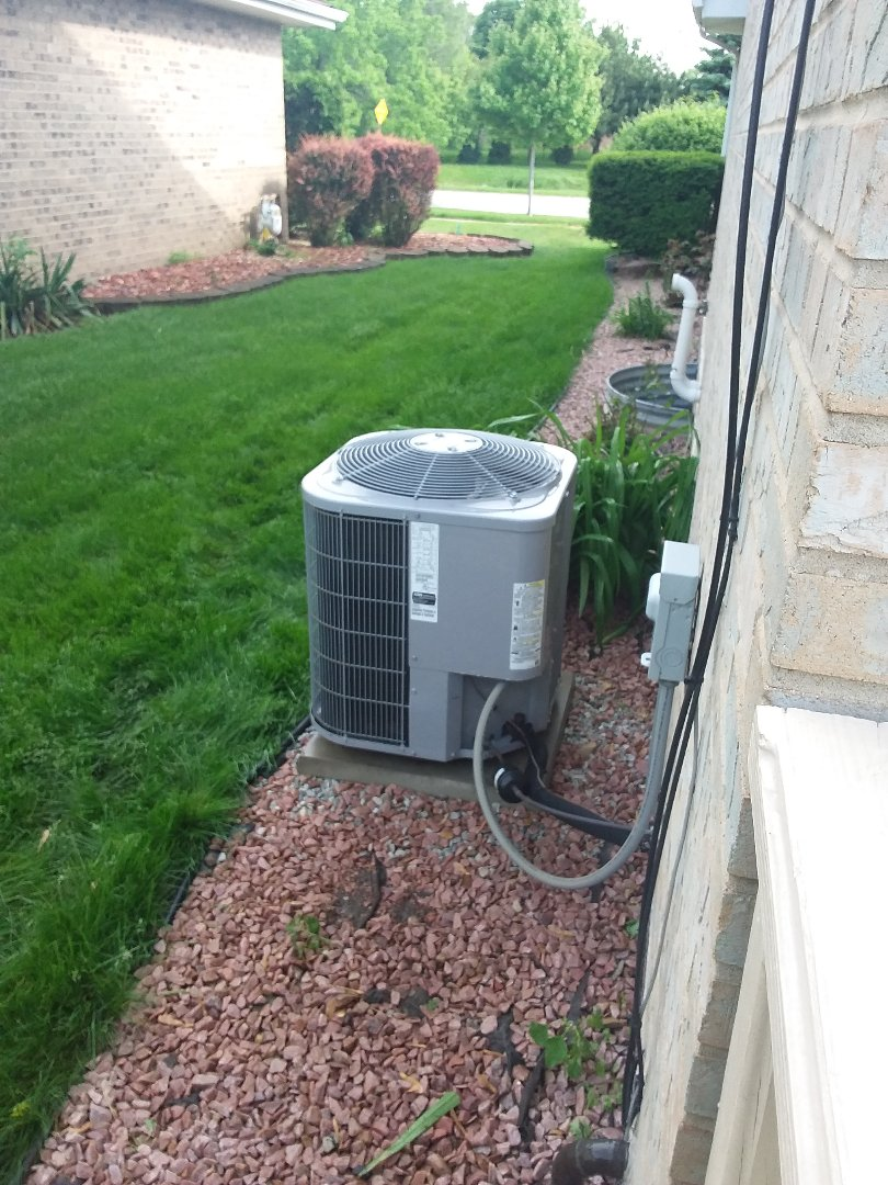 Alsip, IL - Maintaining a Carrier AC system