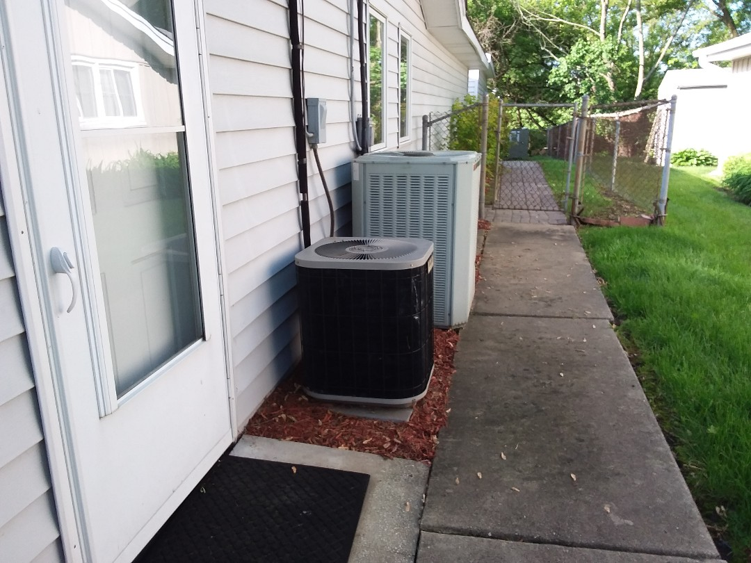 Schaumburg, IL - Cleaned and checked 2 a/c systems