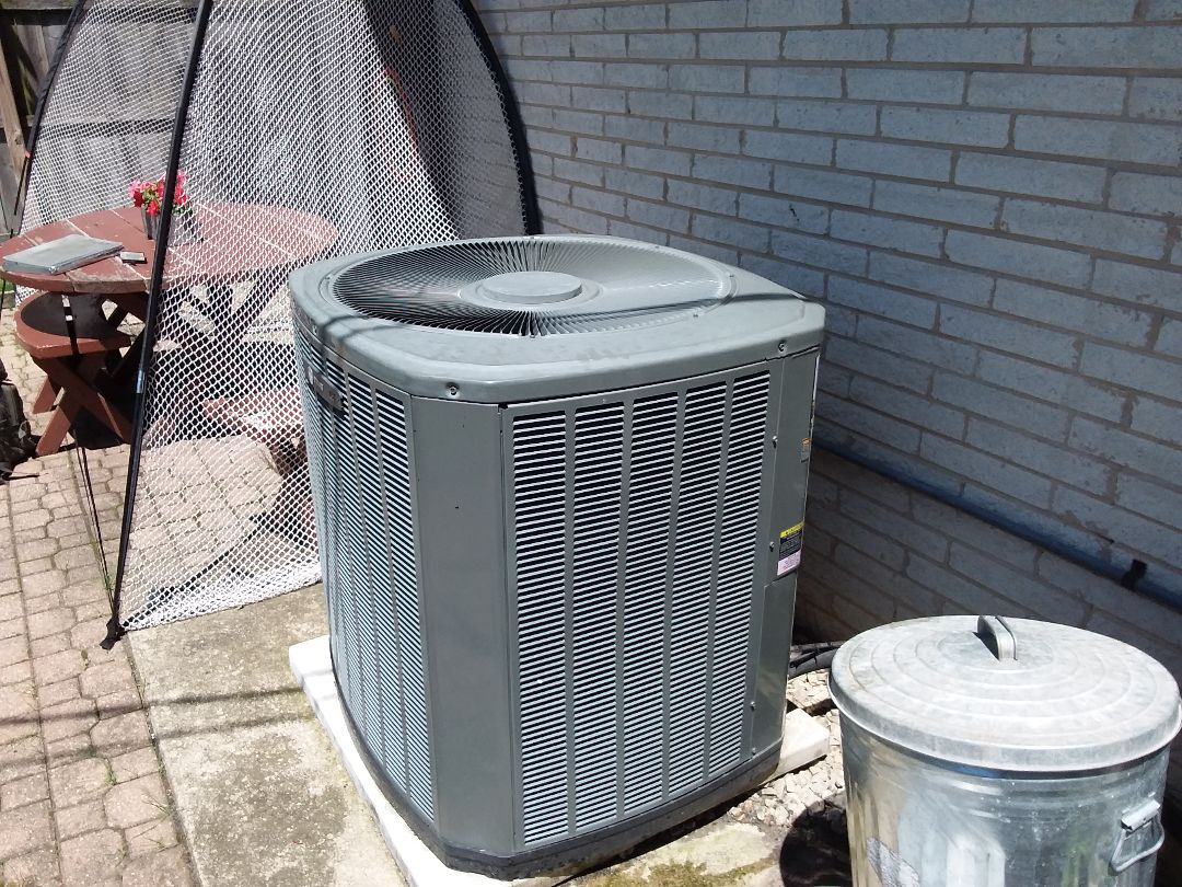 Des Plaines, IL - Cleaned and checked a/ c