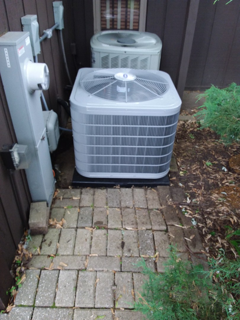 Villa Park, IL - Installation of new carrier air conditioner replacing old trane air conditioner