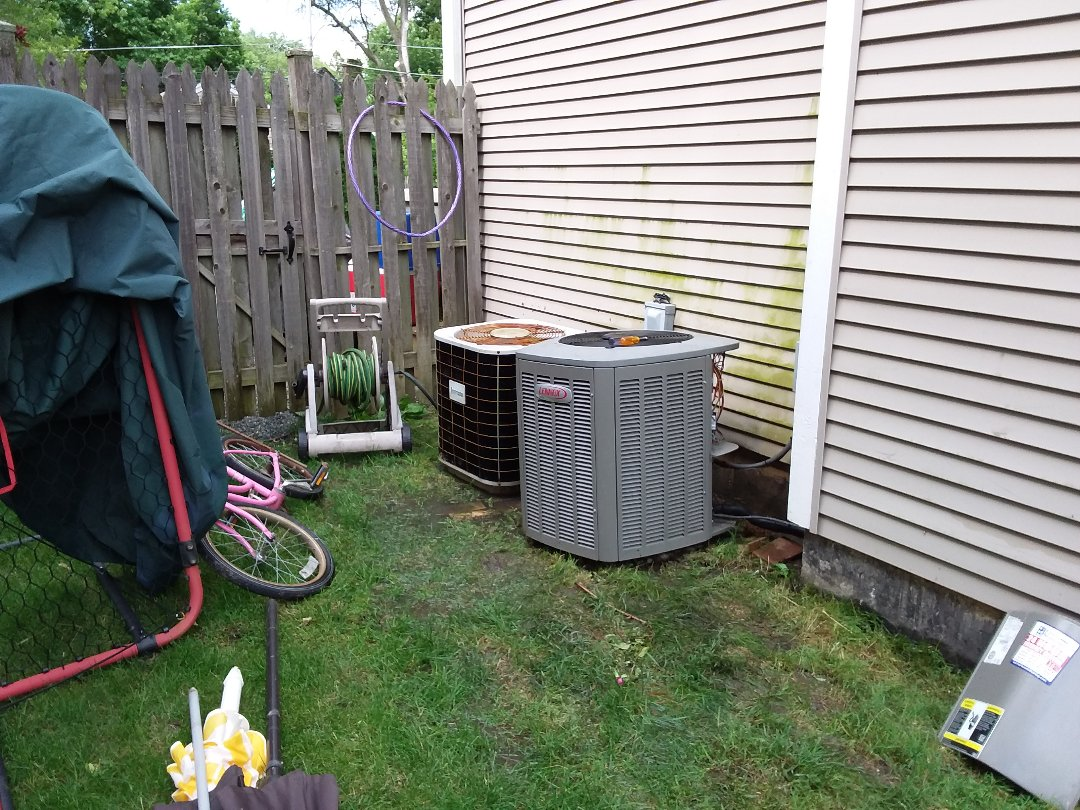 Evanston, IL - Cleaned and checked 2 a/c systems