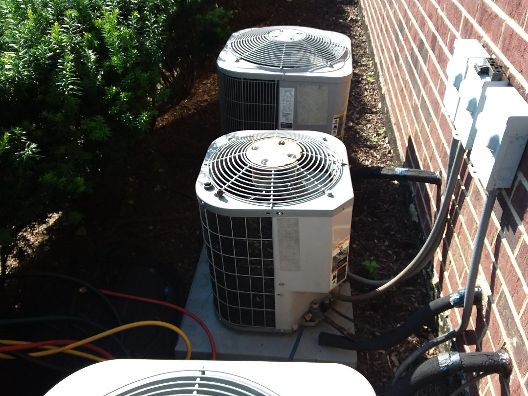 Palos Heights, IL - Installation of new carrier air conditioner replacing old carrier air conditioner