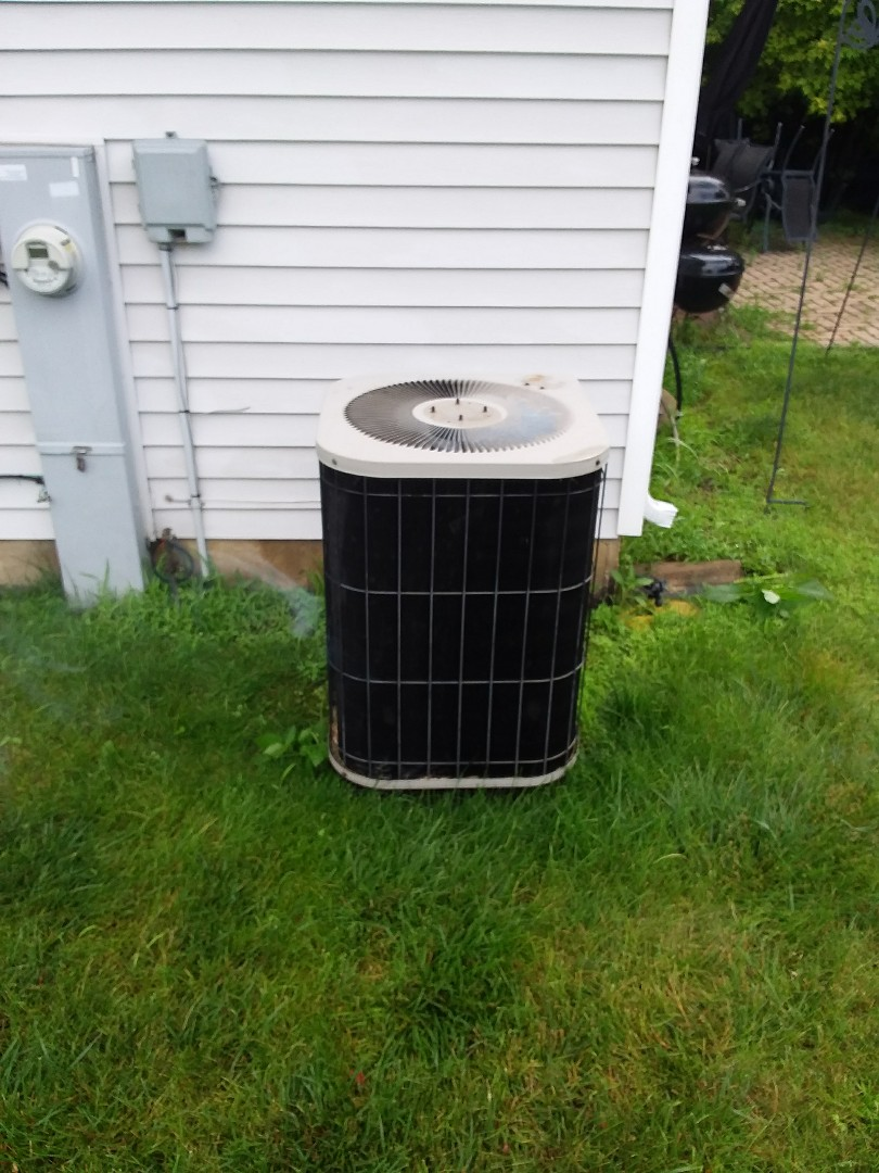 Bolingbrook, IL - Installation of new carrier air conditioner replacing old Goodman air conditioner