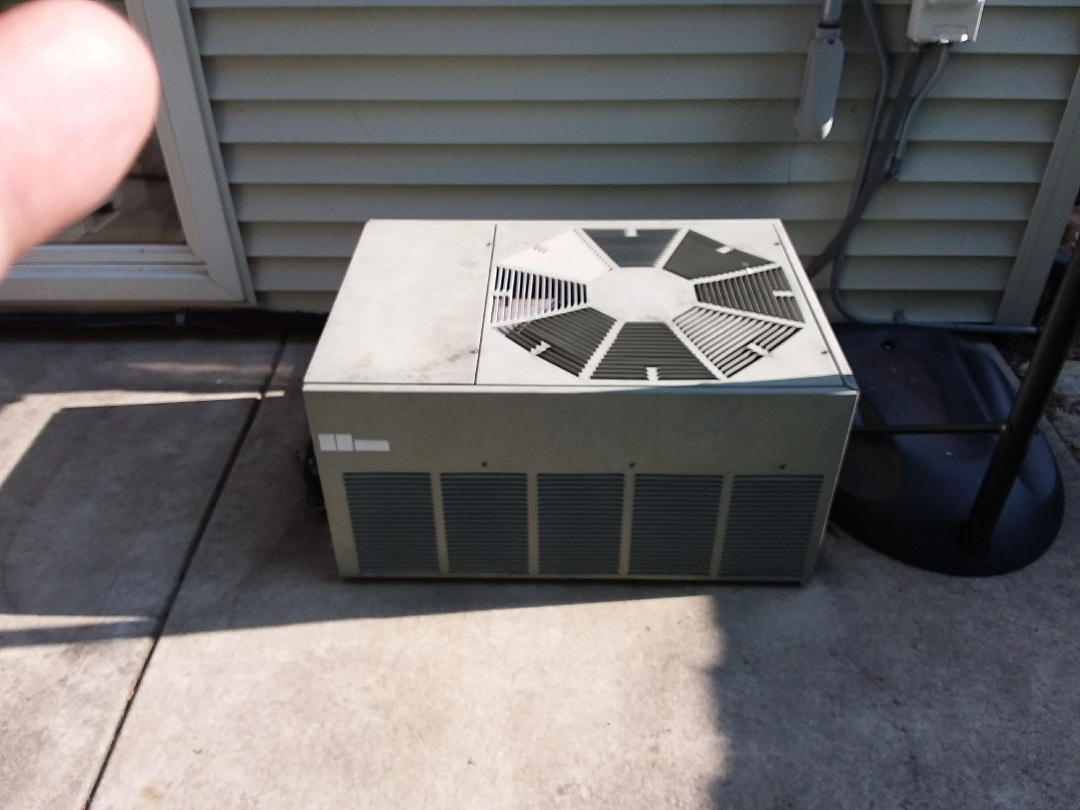 Lombard, IL - Installation of new carrier air conditioner replacing old rheem air conditioner